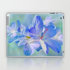 FLOWERS - Geranium endressii Laptop & iPad Skin