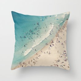 beach love V Throw Pillow