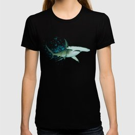 """""""Great Hammerhead Shark"""" by Amber Marine ~ Watercolor Painting, (Copyright 2016) T-shirt"""