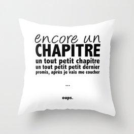 Encore un chapitre Throw Pillow