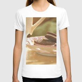 tea + cookies T-shirt