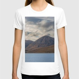 Loch Ainort, in Luib, Skye, The Highlands, Scotland T-shirt