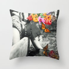 Frida reflection Throw Pillow