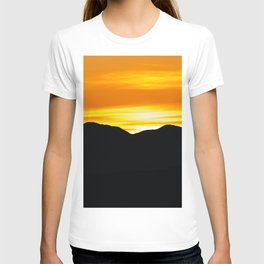 Rising sun over black mountains T-shirt