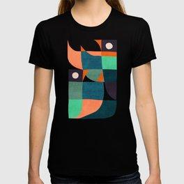 Two birds dancing T-shirt
