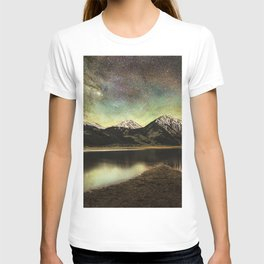Milky way over twin lakes T-shirt