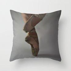 Ballet-Coupé Throw Pillow