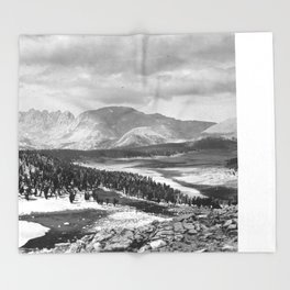 The Sierra Nevada: John Muir Wilderness, Sequoia National Park - California Throw Blanket
