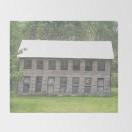 The old barn Throw Blanket
