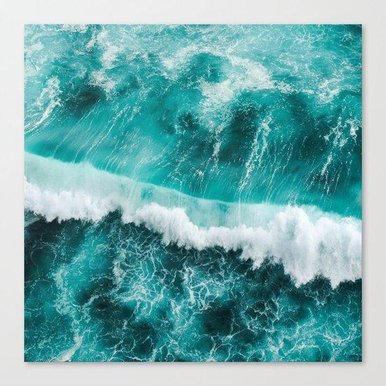 BEAUTIFUL WAVES Canvas Print