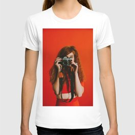 photographer in red T-shirt