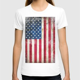 Vintage American Flag On Old Barn Wood T-shirt