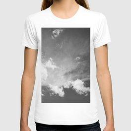 blue cloudy sky bw T-shirt