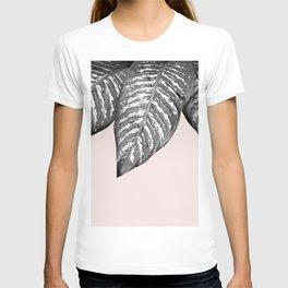 Three gray leaves T-shirt