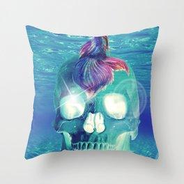 Under water skull Throw Pillow