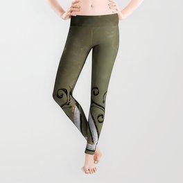 Elegant decorative celtic knot Leggings