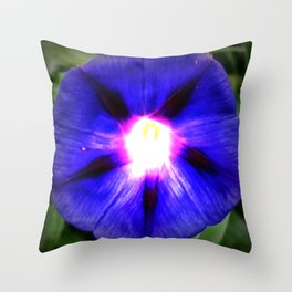 Flor Roxa - Fleur Purpure Throw Pillow