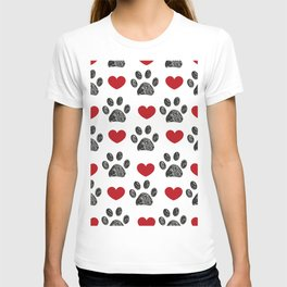 Doodle black paw print with red shining hearts seamless pattern T-shirt