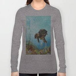 Green sea turtle swimming in ocean Long Sleeve T-shirt