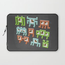 3D pixel aliens Laptop Sleeve