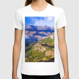 lake wanaka covered in blue colors new zealand beauties and mountains T-shirt
