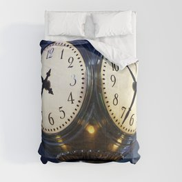 Clock in New Yorks Grand Central Station commuter terminal Comforters