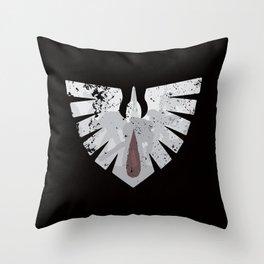 Ravens on the horizon Throw Pillow