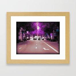 Con el cristal con que se mira Framed Art Print