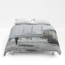 The Clipper in the snow Comforters