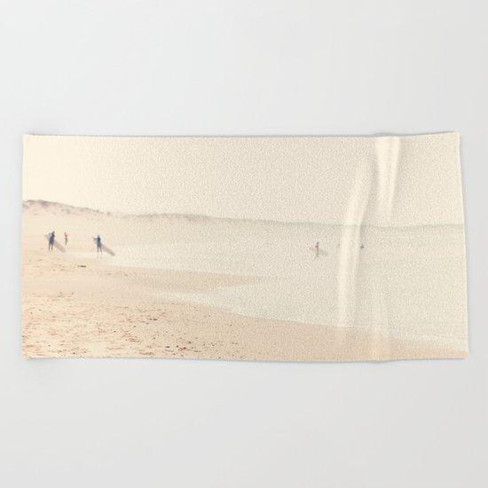 surfing life III Beach Towel