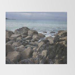 Waves Crashing on Seaweed Covered Rocks Throw Blanket