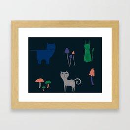 Gatos y hongos Framed Art Print