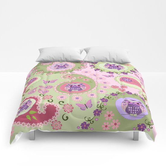 Retro paisley shapes with cute owls and flowers Comforters