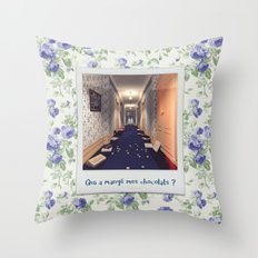 Qui a mangé mes chocolats ? Throw Pillow