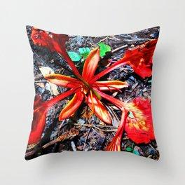 Flor Rojo Throw Pillow