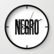 Voy de negro — Letterpress (White) Wall Clock