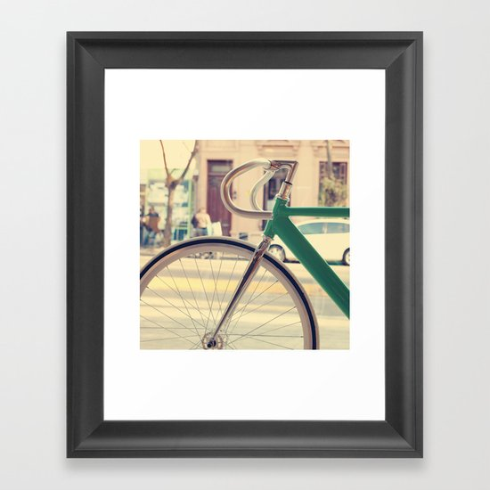 Geen Mint Bicycle in the City (Retro - Vintage Photography) Framed Art Print