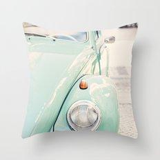 Escarabajo turquesa. Throw Pillow