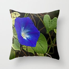 Hearts on the vine Throw Pillow