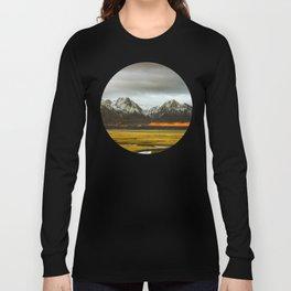 Iceland Landscape Grass Orange Sand & Grey Mountains Round Frame Photo Long Sleeve T-shirt