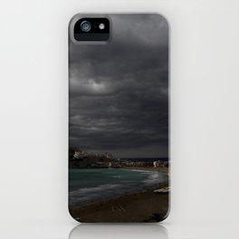 Antes de la tormenta iPhone Case