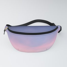 Blue evening sky with pink clouds. Photography Fanny Pack