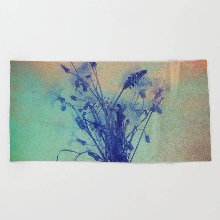 Small Beauties of Nature Beach Towel