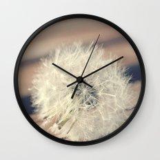 Leoncio se fue volando Wall Clock
