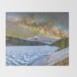 Milky way over Clinton reservoir Throw Blanket