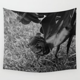 rose black and white Wall Tapestry