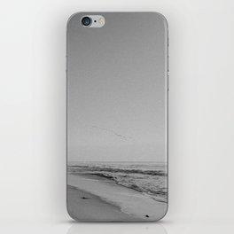 HALF MOON BAY III (B+W) iPhone Skin