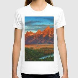 Grand Tetons - Jackson Hole, Wyoming in Autumn T-shirt