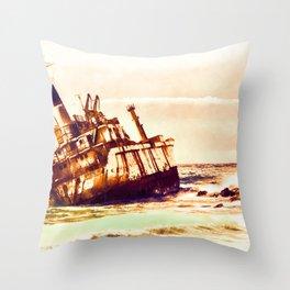 shipwreck aqrels Throw Pillow