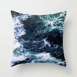 Wild ocean waves Throw Pillow